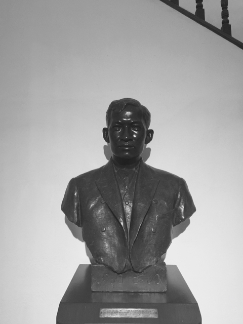 bust of jose rizal